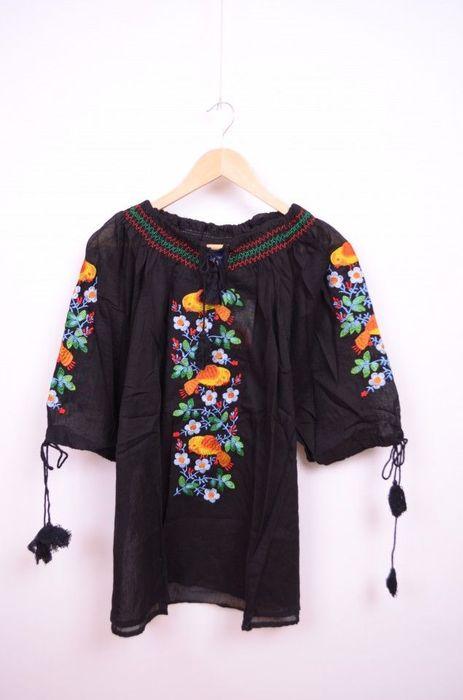 Poze Bluza neagra de dama, cu broderie cusuta colorata