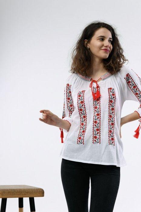 Poze Bluza traditionala dama, maneca trei sferturi, cu broderie colorata