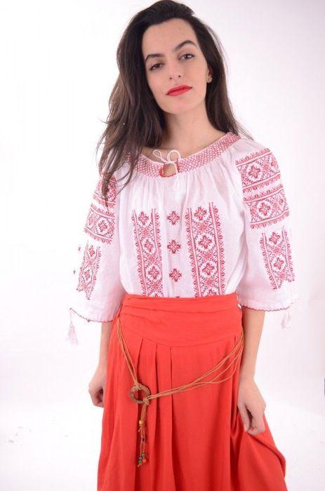 Poze Bluza traditionala cu maneca 3/4 de dama, cu broderie rosie