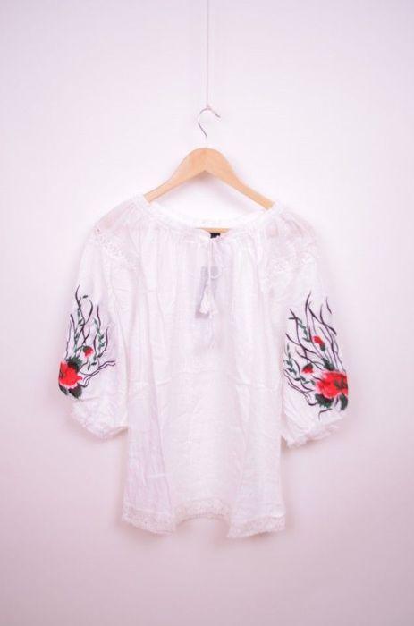 Poze Bluza traditionala de dama, cu broderie colorata pe maneci