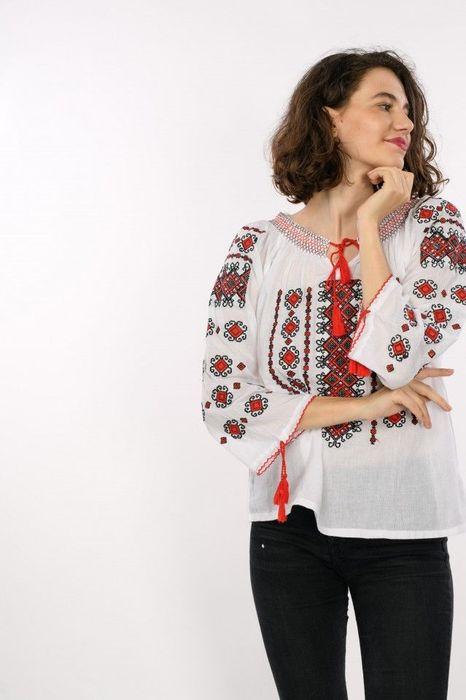Poze Bluza traditionala de dama, cu broderie, maneca lunga