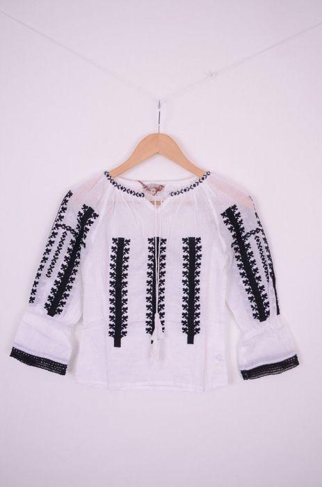 Bluza traditionala de fetite cu broderie neagra si dantela images