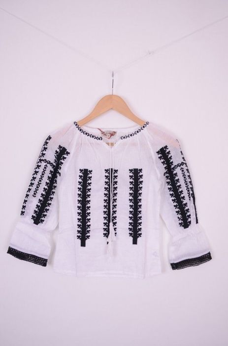 Poze Bluza traditionala de fetite cu broderie neagra si dantela