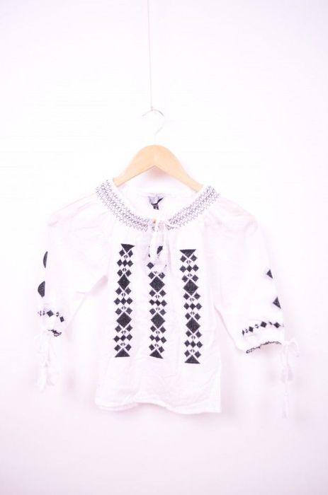 Poze Bluza traditionala de fetite cu broderie neagra