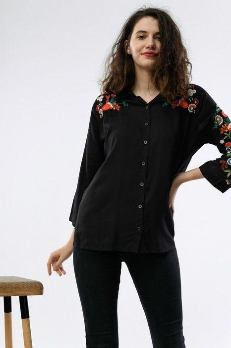 Camasa in culoarea negru, cu broderie colorata