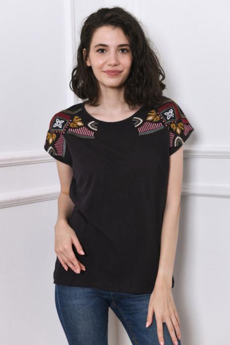 Tricou negru de dama, cu broderie cusuta