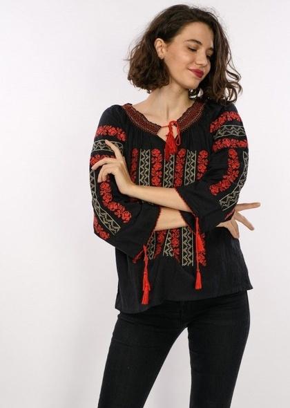 Bluză în stil tradițional, de culoare neagră, cu broderie