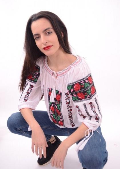 Bluza traditionala de dama, cu broderie cu trandafiri