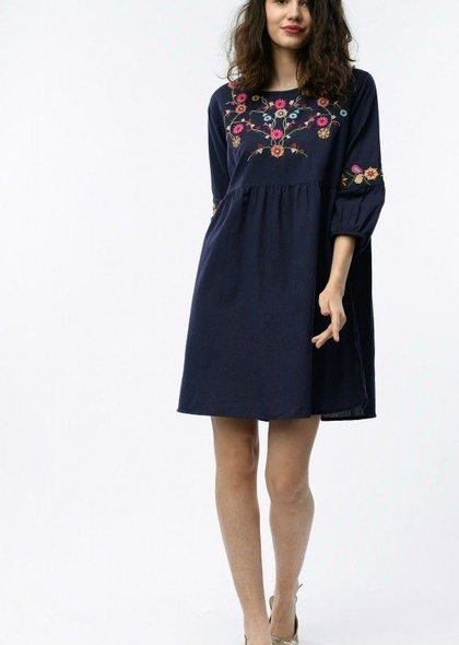 Rochie, de culoare bleumarin, cu broderie florala colorata