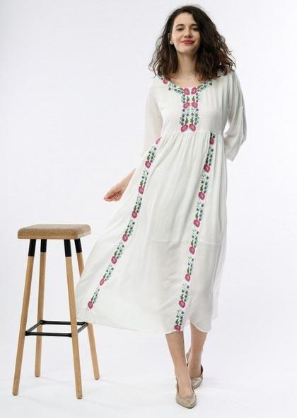 Rochie lunga cu broderie colorata