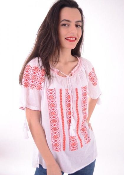 Bluză stil tradițional, cu broderie colorată și mânecă scurtă