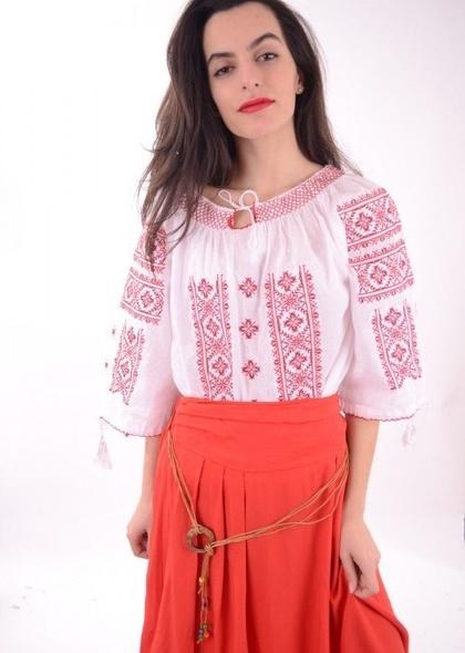 Bluza traditionala cu maneca 3/4 de dama, cu broderie rosie