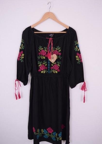 Rochie cu broderie florala, colorată
