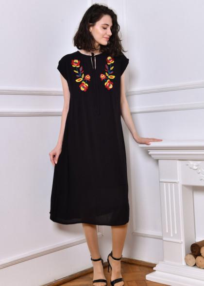 Rochie neagra cu broderie florala cusuta