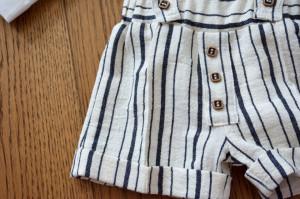 Costum cu pantalon scurt din in cu dungi alb cu negru 4 piese