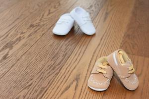 Botosi de bebe baiat bej si alb