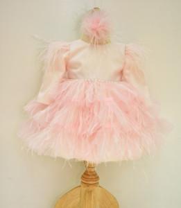 Rochie de botez cu pene pe roz pal