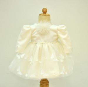 Rochie de botez cu zeci de fluturasi aplicati