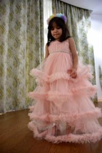 Rochiță lungă elegantă din tulle cu 4 volănașe