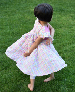 Rochițe de vară în carouri pe fond roz