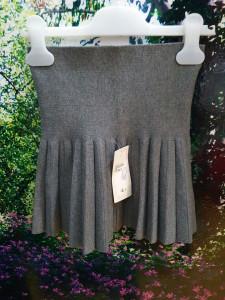 Fusta tricotata plisata in partea de jos