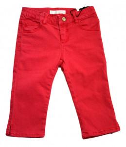 Pantaloni roșii, Guess