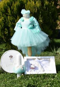 Trusou de botez pentru fetiță -> rochiță cu trenă si floricele