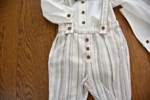 Costum cu pantalon din in cu dungi alb cu negru 4 piese
