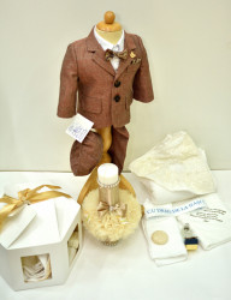 Costum de botez Nicolas pe maroniu
