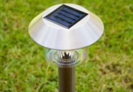 Lampa LED argintie cu incarcare solara