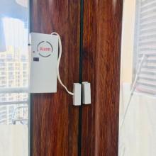 Set 2x Alarma cu senzor si telecomanda pentru usa si fereastra