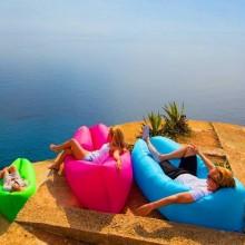 Sezlong gonflabil ideal pentru plaja, concerte si festivaluri