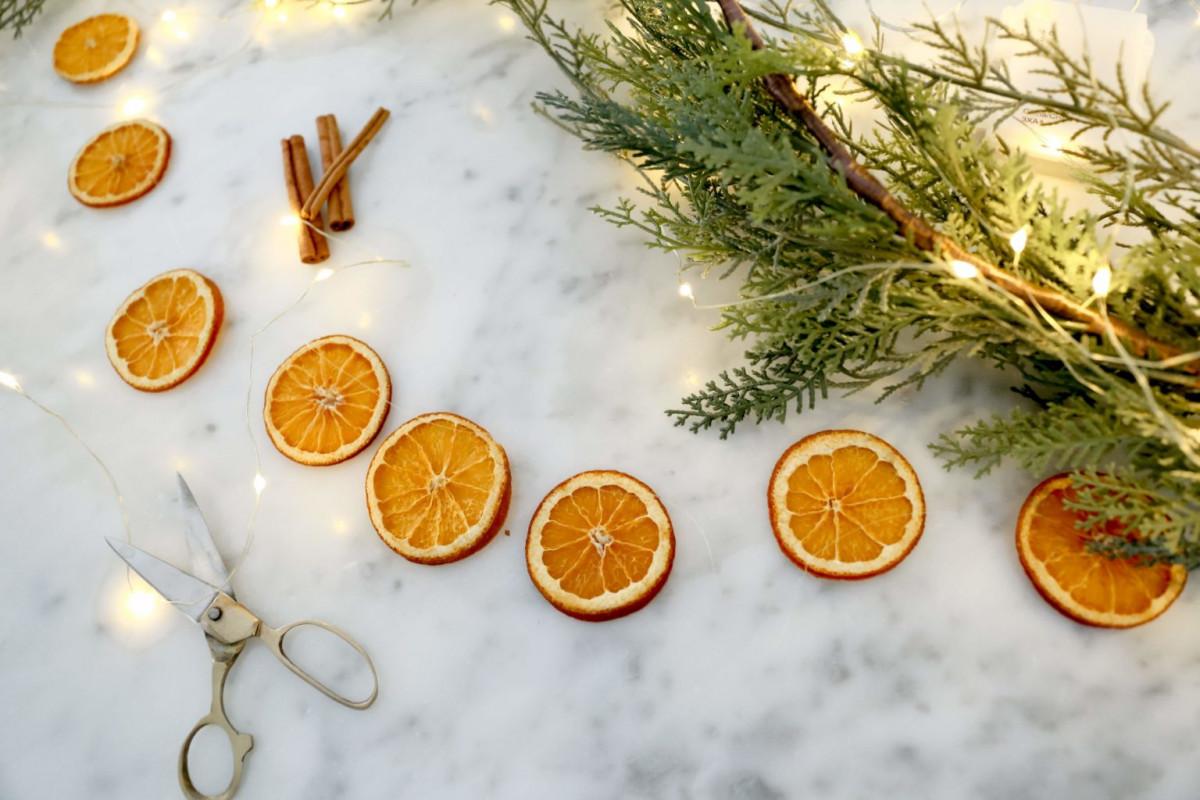 O decoratiune pe zi! Ghirlanda din felii de portocala!