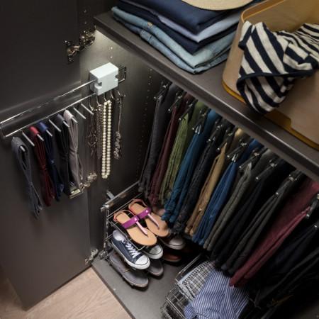 Stand de pantaloni pentru dressing SKOP