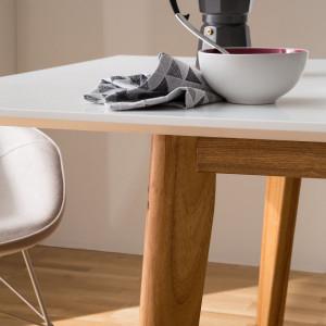 Masa extensibila Karay cu picioare din lemn masiv si cu blat alb