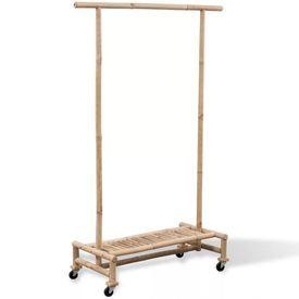 Cuier din bambus pentru haine