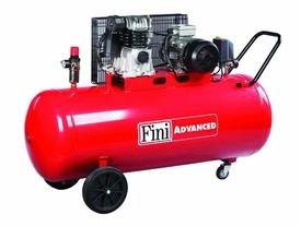 Compresor de aer profesional cu doua pistoane MK 103-200-4