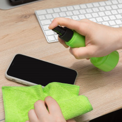 Set pentru curățarea parbrizelor și ecranelor