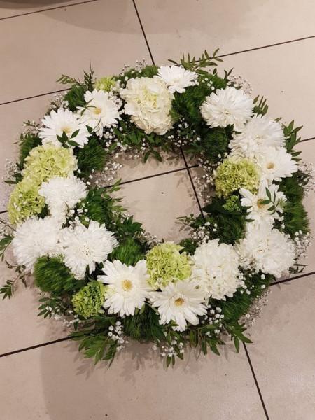 Coroana flori albe si verzi