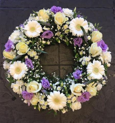 Coroane cu flori lila