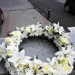 Coroana cu flori albe 50cm