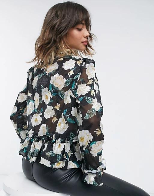 Bluzacu imprimeu floral si volane