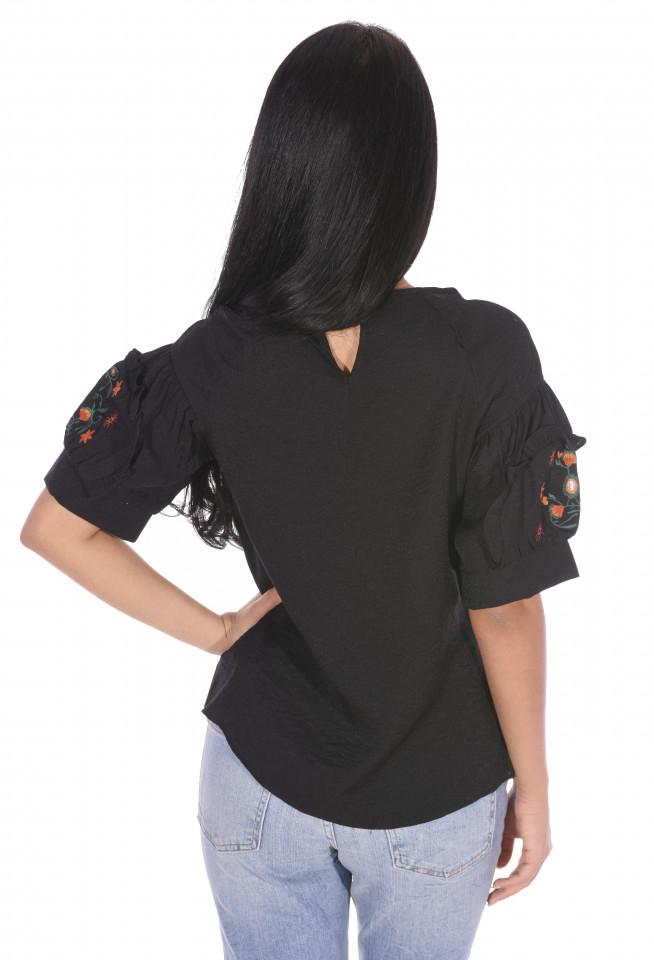 Bluza dama cu maneca scurta si broderie florala-negru-