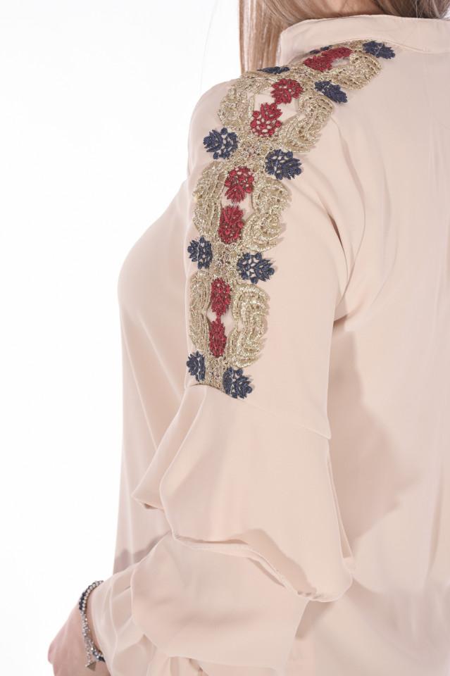 Camasa eleganta cu broderie florala pe umeri-bej-