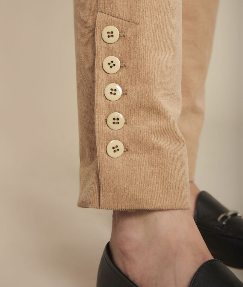 Pantaloni din raiat