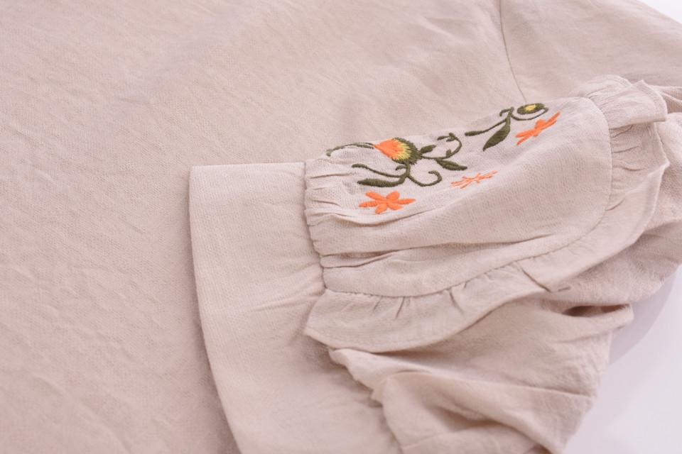Bluza dama cu maneca scurta si broderie florala-bej-E