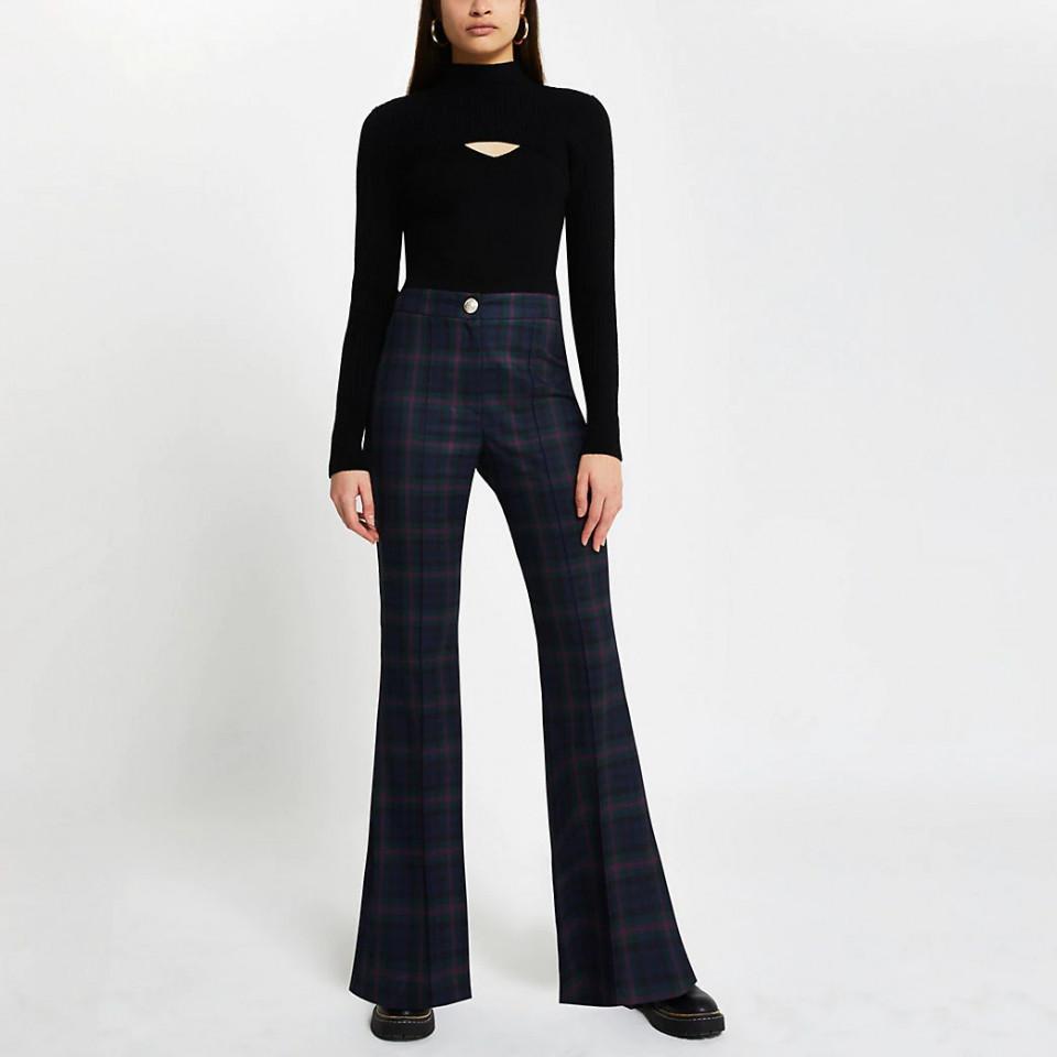 Pantaloni evazati din stofa