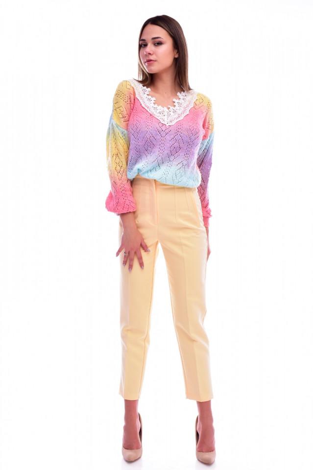 Pulover dama multicolor cu decolteu in v si broderie aplicata