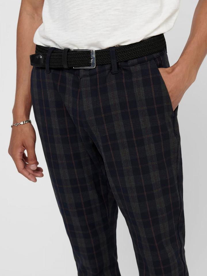 Pantalonil barbati casual gri in carouri
