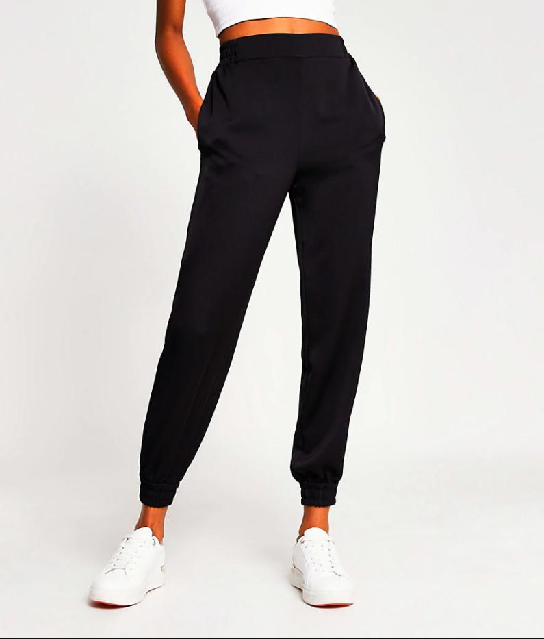 Pantaloni jogger cu efect satinat